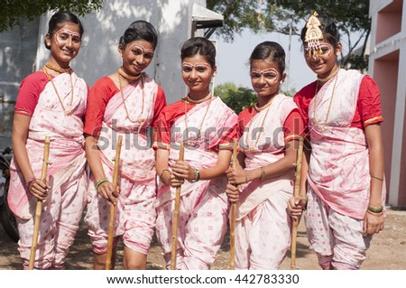 AMRAVATI, MAHARASHTRA, INDIA - NOV 08 : Unidentified Beautiful young girls  dressed as tribal women for dance on occasion of the Hindu religious festival, Amravati, Maharashtra,India, 8 November 2014.