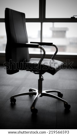 An empity office chair