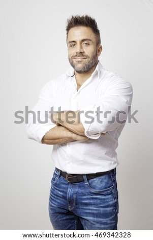 An image of a bearded man in blue jeans