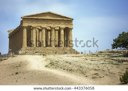 An image of a greek building in Sicily Italy