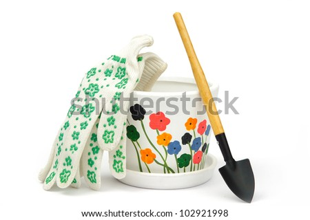 An image of flowerpots and a shovel
