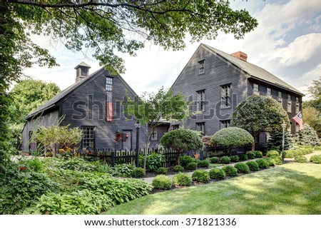 Image Porch Landscaping Primitive Colonial Style Stock