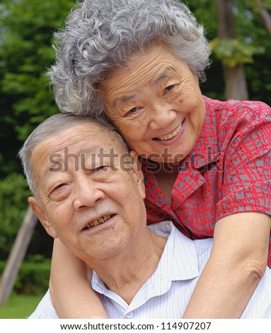 an intimate senior couple embraced