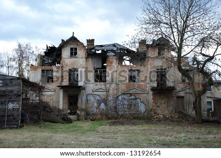 An old ghostlike house in Berlin, destroyed by a storm and uninhabited since many years.