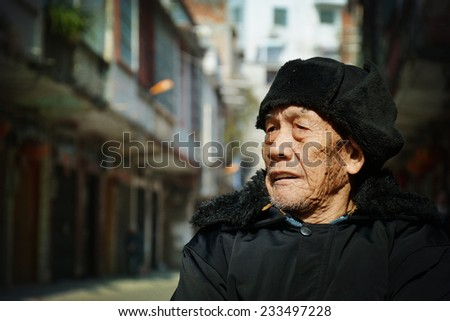 An old man sat in the street to see the scenery - stock photo