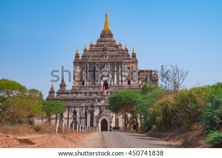Ancient Thatbyinnyu Buddhist Temple, Sabbannu or the Omniscient, is a famous temple in Bagan, Myanmar (Burma). Built in the 12th century, 61 metres tall, the tallest in Bagan. - stock photo