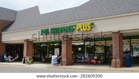 ANN ARBOR, MI - SEPTEMBER 1: Pet Supplies Plus, whose Ann Arbor store is shown on September 1, 2014, has 325 stores in the United States. - stock photo