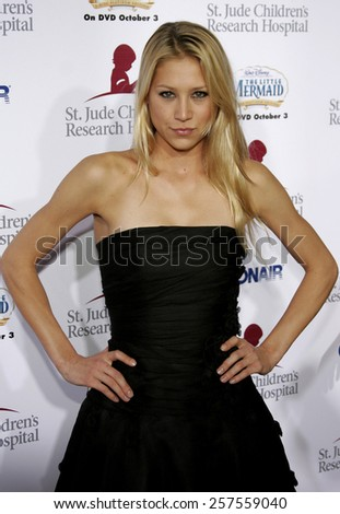 """Anna Kournikova at the """"Runway For Life"""" Benefiting St. Jude Children's Research Hospital held at the Beverly Hilton in Beverly Hills, California, United States. - stock photo"""