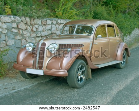Antique vintage car road, isolated, jpeg file contain clipping path