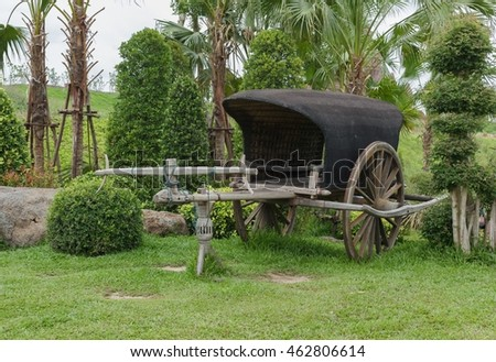Antique wagons for the transport of passengers and that to decorate the garden