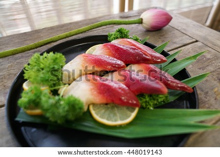 Antique wooden bamboo screen background Scallops Sashimi fresh Japanese cuisine delicacy HD photographic material
