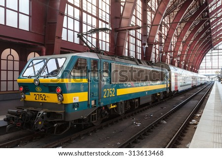 ANTWERP, BELGIUM - AUG 23: Engine with wagons at the Main Railway Station in the city of Antwerp. August 23, 2015 in Antwerp, Belgium
