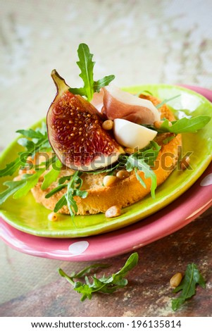 appetizer with fig and ham