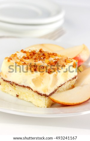 Apple cake makes the most of the abundant fruit of the autumn season, a delicious and light ending to your holiday meal