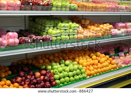 Apples and oranges in the grocery