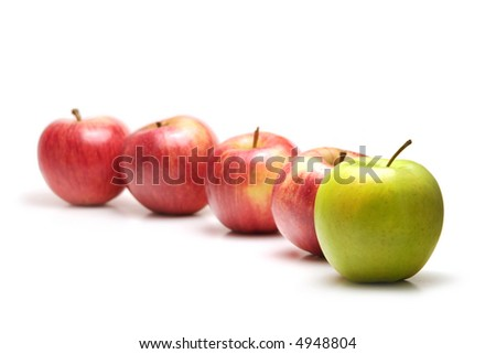 Apples in a row, green leading