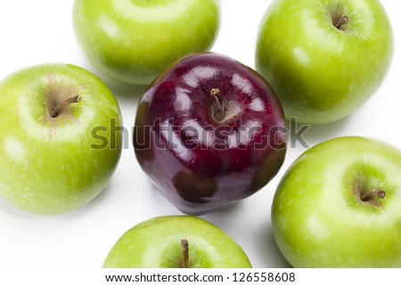 Apples in a uniform pattern on white.