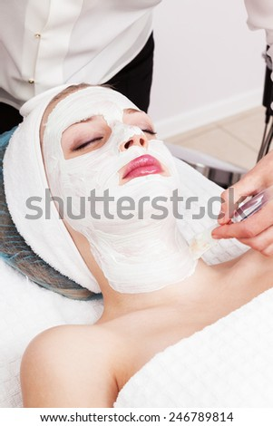 applying a mudpack at beauty salon