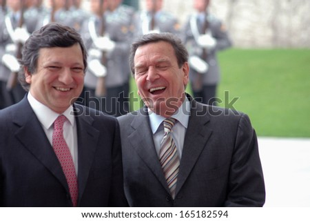 APRIL 14, 2005 - BERLIN: president of the EU Commission, Jose Manuel Barroso and Chancellor Gerhard Schroeder during a reception with military honours in the Chanclery in Berlin.