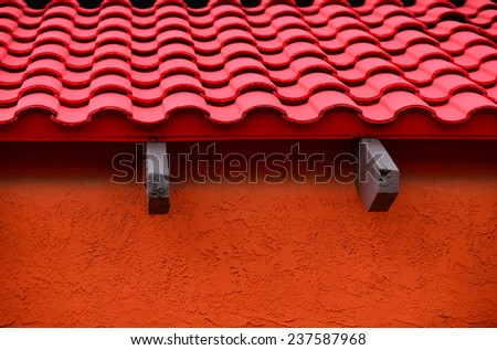 Architectural detail of colorful building exhibiting the Spanish or Mexican influence with roof tiles stucco : mexican roof - memphite.com