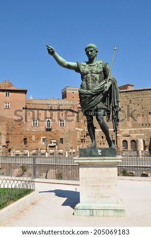 Architectural detail Roman emperor's statue in Rome, Italy