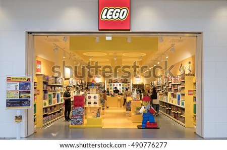 Europe's Largest LEGO Store Is Now Open! Just a few moments ago, London's first, and Europe's largest LEGO brand store has finally opened its doors to the LEGO faithful. Though this piece of news is thousands of miles away from where we are, the excitement of the occasion is pretty contagious.