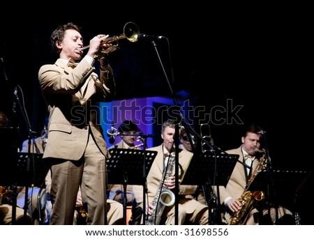 "ARKHANGELSKOE, RUSSIA - JUNE 7: Oleg Lundstrem Big-Band. 6th International Jazz Festival ""USADBA.JAZZ"" , June 7, 2009 in Arkhangelskoe, Russia - stock photo"