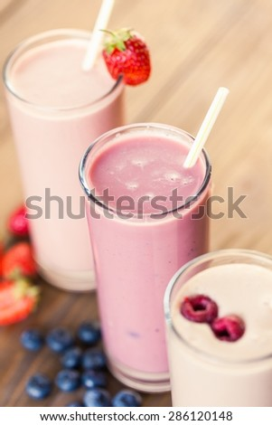 Arrangement, blueberry, blueberry smoothie.