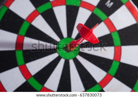 Arrow dart hitting the center of the target dart