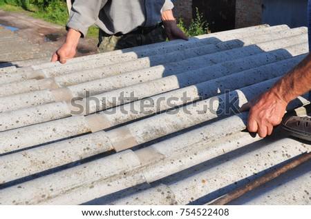 Roofers Replace Damaged Asbestos Tile. Repair Asbestos Roof.