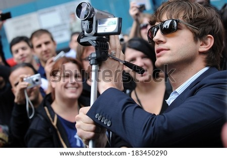 Ashton Kutcher at the press conference for Entertainment Industry Foundation I PARTICIPATE Kick Off Promotes Volunteerism, Times Square, New York September 10, 2009 - stock photo