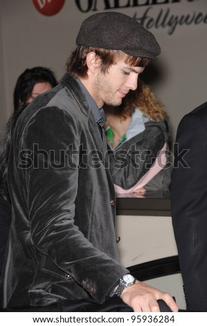 ASHTON KUTCHER on Hollywood Boulevard where Bruce Willis was honored with the 2,321st star on the Hollywood Walk of Fame. October 16, 2006  Los Angeles, CA Picture: Paul Smith / Featureflash - stock photo