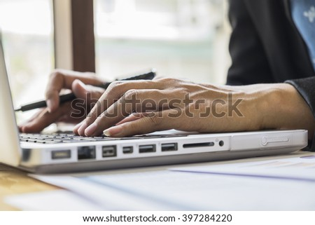 Asian business woman using laptop for online shopping.Vintage tone,Retro filter effect,Soft focus,Low light.(selective focus)
