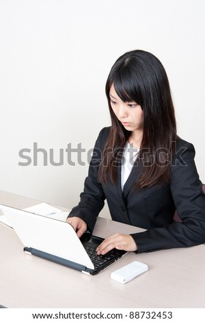 asian businesswoman using laptop computer