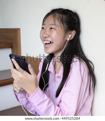 asian girl listen music