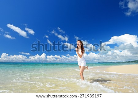 Asian young woman enjoy the sun.