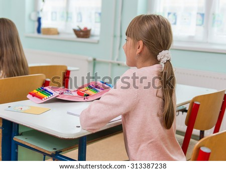 At school, the students sit in the pew: Portrait - stock photo