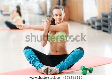 athlete doing stretching before a workout