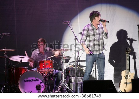 ATLANTIC CITY, NJ - OCTOBER 10: Singer Will Anderson (C) and drummer Johnny Stubblefield of the group Parachute perform at the Trump Taj Mahal on October 10, 2009 in Atlantic City, NJ.
