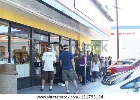 """Atmosphere at a 7-11 Convenience Store that has been transformed into a """"Kwik-E-Mart"""" in order to promote the upcoming """"Simpsons"""" Movie, Burbank, CA 07-03-07 - stock photo"""