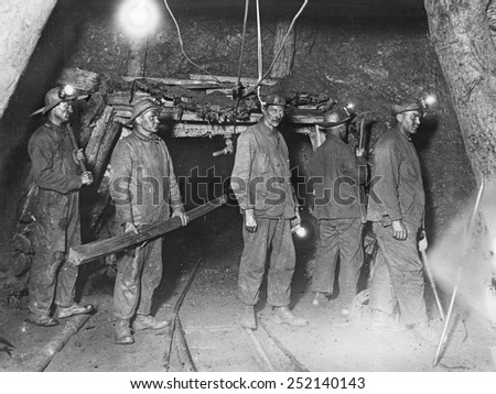 Attempt to rescue 43 men trapped in the G. Pabst iron mine in Ironwood, Michigan, 9/30/26.