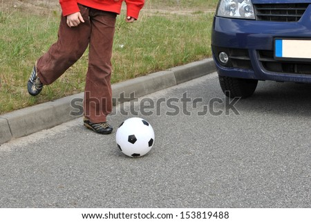 Attention child with the ball on the street