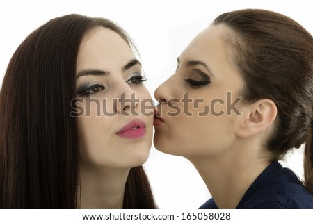 Dating a girl how to apporach kissing her