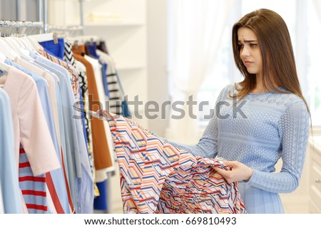 A customer service manager at a retail clothing store