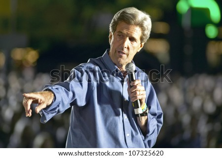 AUGUST 2004 - Senator John Kerry speaking from stage at Heritage Square, Flagstaff, AZ