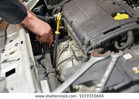 Auto mechanic repairs car