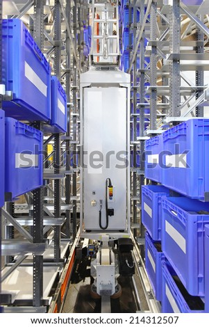 Automated warehouse storage system with plastic crates