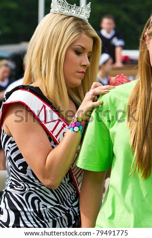 AVON, OHIO - JUNE 16: Miss America Teresa Scanlan signs a t-shirt at the annual Duck Tape Festival Parade on June 16, 2011 in Avon, Ohio.