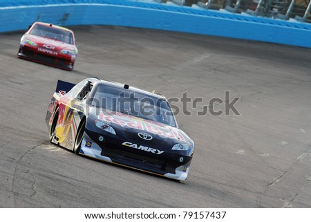 AVONDALE, AZ - FEB 25: Kasey Kahne (4) at speed in a practice session for the SUBWAY Fresh Fit 500 race on Feb. 25, 2011 at the Phoenix International Raceway in Avondale, AZ.