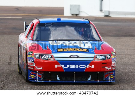 AVONDALE, AZ - NOV. 13: Matt Kenseth brings his Ford in to the garage area during a practice session for the NASCAR Sprint Cup race, at Phoenix International Raceway on Nov. 13, 2009 in Avondale, AZ.